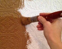 Обои под покраску на потолок или стену – как и когда можно изменять цвет?