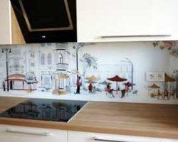 Стеклянные панели для кухни: советы дизайнеров