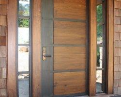 Как выбрать входную дверь для деревянного дома