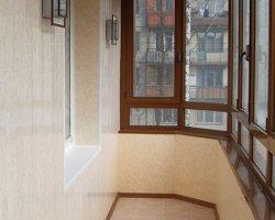Обзор вариантов отделки и остекления балкона
