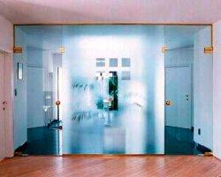 Как стеклянные перегородки помогут сэкономить пространство